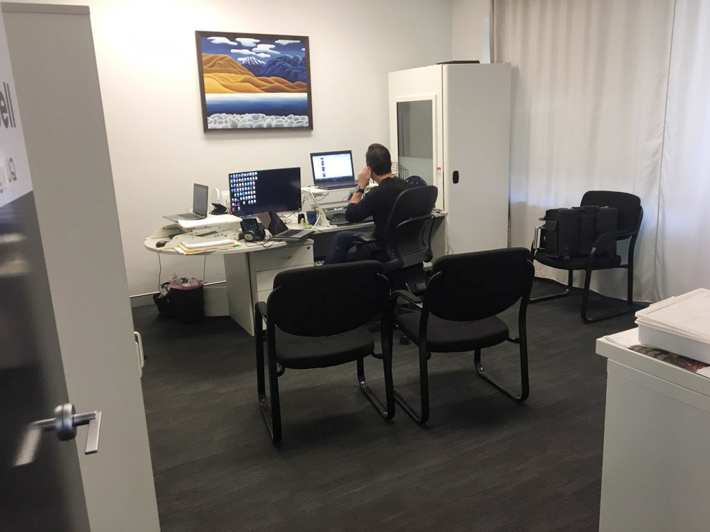 Professional Room to rent in upmarket suite-image 1